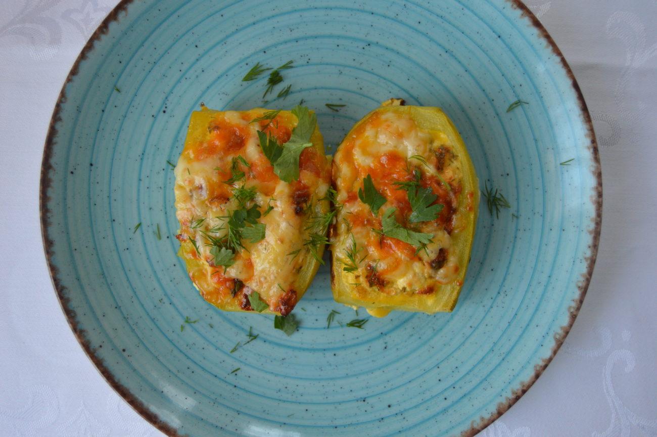 Пълнени тиквички с яйца и сирене