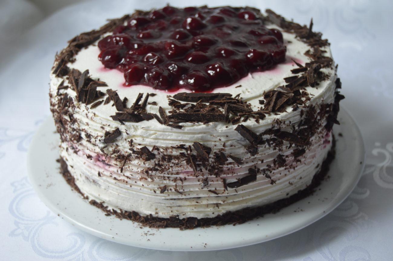 Шоколадова торта с вишни