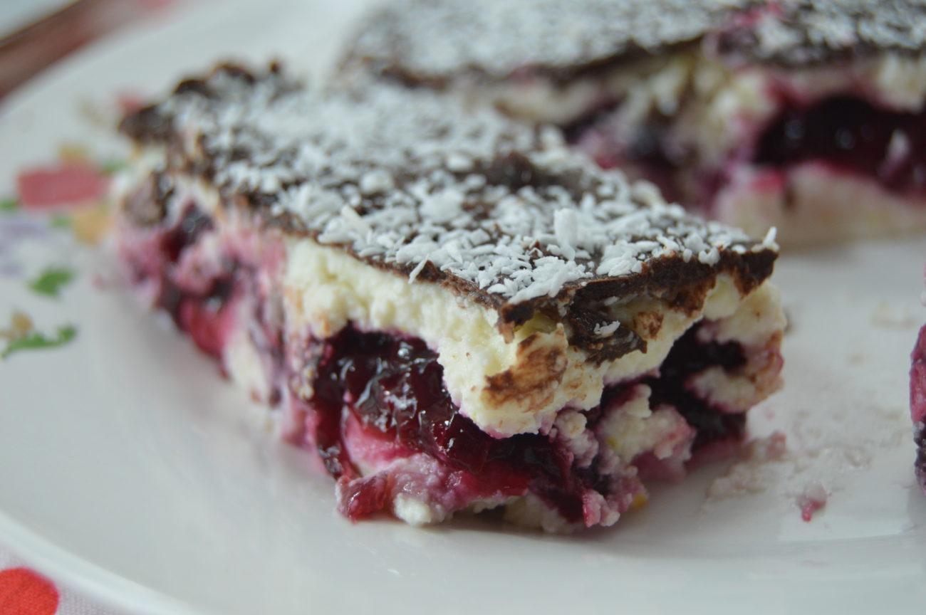 Десертчета с извара и череши