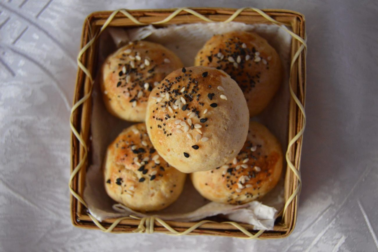 Соленки с маслини и извара